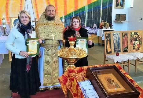 Вручение грамот Ирине Мищенко и Татьяне Голубевой