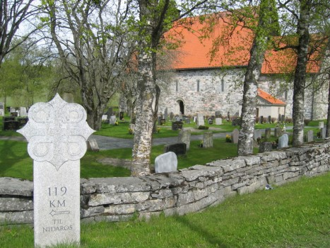 Паломнический верстовой крест на пути к Тронхейму