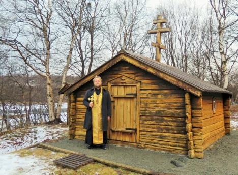 У часовни святого Трифона на севере Норвегии в Нейдене