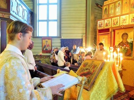 Церковный хор и чтение Апостола