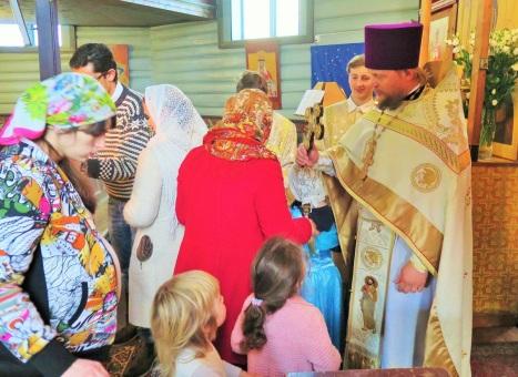 Целование Креста по окончании Литургии