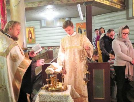 Праздничная лития с освящением хлебов