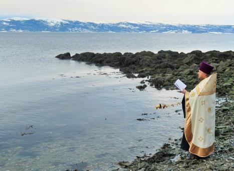 На мирной ектеньи - каждение вод Тронхеймского фьорда