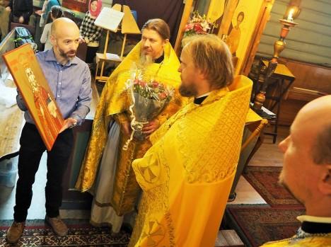 Икона святого короля Стефана в подарок от румынских прихожан